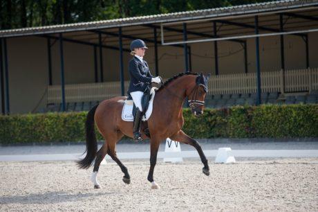 Jill Huybregts wijkt met paard Eventz Enzos Armani