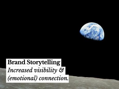 brand storytelling. foto vanaf de maan genomen, op de achtergrond zie je de aarde.
