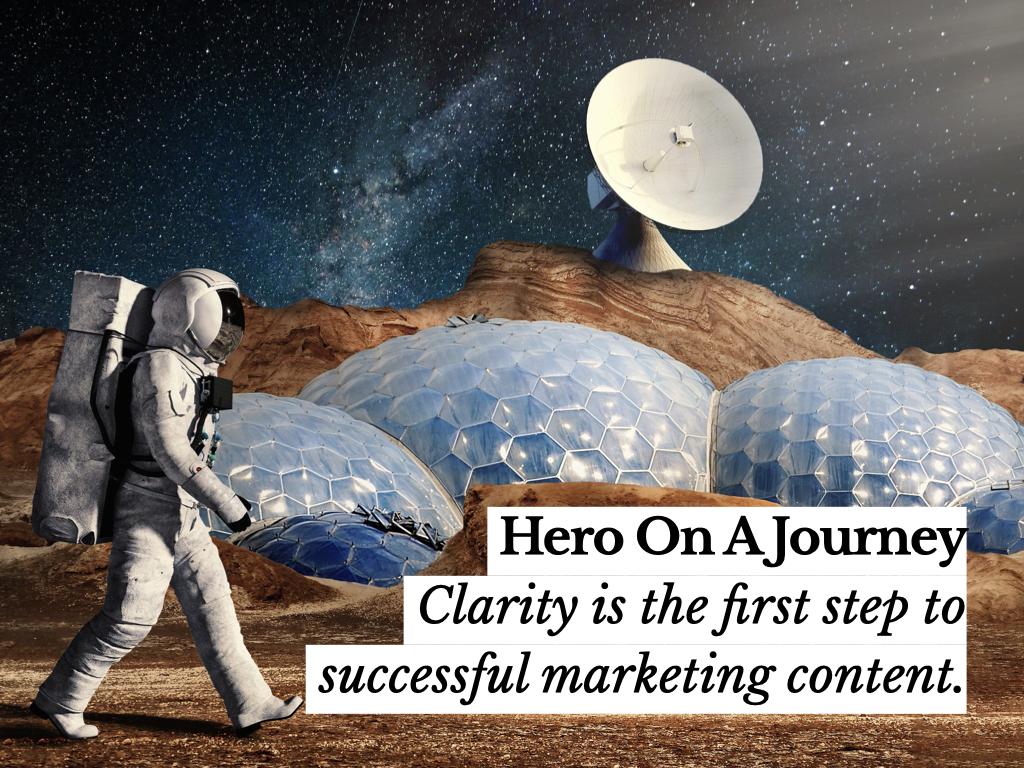 astronaut loopt op maan. symboliseert de hero's journey.